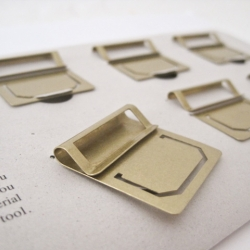 Clever stationery - BRASS Index Clip that can be used to mark a page in the book or as a small frame to give a title to the page. Either way, looks beautiful and timeless! By Midori.