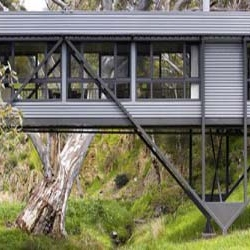 These amazing bridge house located only one hour's drive from Adelaide. A house was required that would allow appreciation of the site without spoiling its beauty