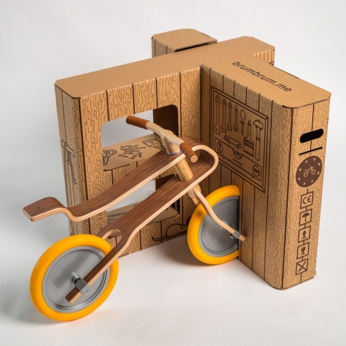 The Brum Box, because after unpacking you dont throw away the package, but transform it into Brum Brum's new home, where the balance bike can rest till its next ride.