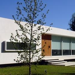 House in 'La Cañada Polo Club', Buenos Aires - Argentina / MENEGHETTI arquitectos
