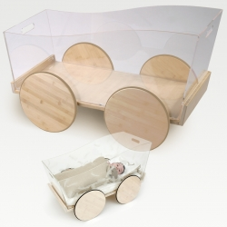 A beautiful collection of eco-friendly modern bamboo products for infants, babies and toddlers from French brand Castor & Chouca