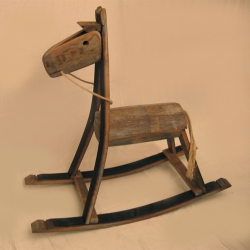 The Rocking Green Horse is entirely made of reclaimed oak wood from French wine barrels.