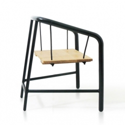 PortiqueArmchair, is an armchair, inspired by the garden swings, as well as walk-loading of goods from the port of Nantes/Saint-Nazaire (France)
