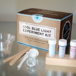 Cool Blue Light Experiment Kit - Learn about chemiluminescence with this chemistry set.