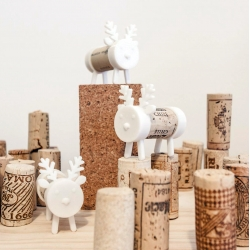 'Frankly my Deer' a new 3D printed Cork Pal for Christmas by UAU Project. Use a wine cork to connect two 3D printed pieces and there you have it. The 3D model is ready to be downloaded.