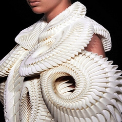 Daniel Widrig's 'Crystallization' with Iris van Herpen and .MGX @ Amsterdam Fashion Week.