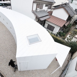 Japanese architectural firm Studio Velocity designed a curved building located in Nagoya city, Japan.