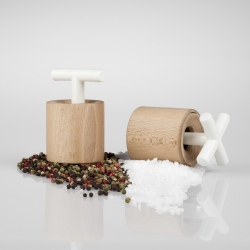 SaSu & PePe, salt and pepper mills, by Sabina Stržínková. Both simple and functional, made from wood and porcelain.