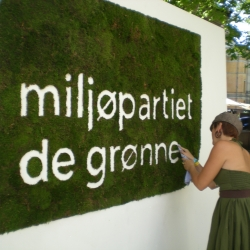 A logo made of moss, for the Green Party of Norway.