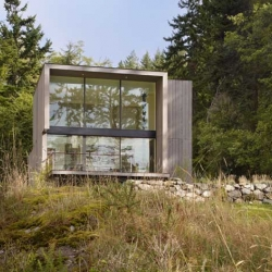 Doe Bay Resort is house located on Orcas Island by Heliotrope Architects.