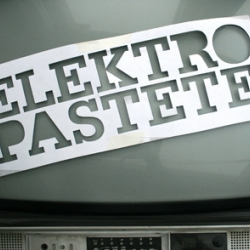 Elektropastete is a collective of DJs and VJs from Nuremberg, Germany. They produce incredible visuals in combination with great sounds.