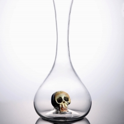 Drop dead beautiful.  That's the best way to describe the dark and lovely Morte decanter from Esque Studio.  Each is hand-blown, and as such has its own haunting characteristics.