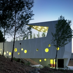Plaza Mirador El Tossal Community Center in Alicante, Spain. By Crystalzoo Architects.