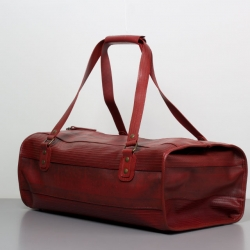 Elvis & Kresse is a London based duo that makes bags and accessories from recycled fire hoses. With awesome results.