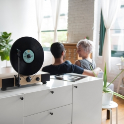 Gramovox Floating Record is a new high-performance vertical turntable with full-range stereo speakers. Built in Chicago.