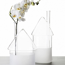 «Flood» vase by David Raffoul is part of the new beautiful collection designed by the Fabrica Design Team for Secondome.