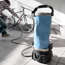 'Lotos' is a compact high-pressure washer that was developed specially for mobile use.  Small cleaning jobs can be carried out efficiently with up to 12 liters of water in an innovative water tank system.