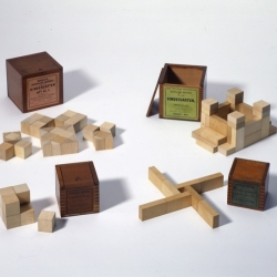 "Design Museum – Educational toy ""Gifts"", tenth Selection by Giampiero Bosoni."