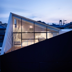 Bunzo Ogawa founded FUTURE STUDIO two years ago. One of his first projects 'Wrap House' is remarkable with its smart fusion of the open roof and the cut facade which results in an intimate shielded patio.