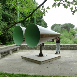 GINDS by Jeroen Bisscheroux is exploring the boundaries of Amsterdam Zuid. This set of  2 conical horns are capturing and amplifying the sounds on the other side of the border. Stand in between the two horns and listen to what is happening 100m away.