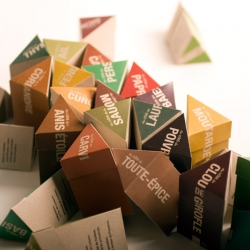 Genevieve Côté was very busy in developing those pretty triangular prisms for a large number of spices known and less known. The result is striking and the modular boxes allow very interesting geometrical configurations.