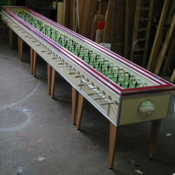 Table Football XXL is so huge, two entire soccer teams — 22 players... This monster was built by Amsterdam brewer Amstel, a stunt that coincided with the European Champions League Finals.