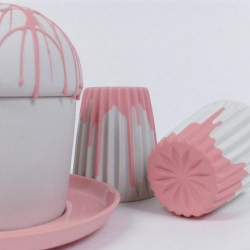 Tasty, girly and almost childish ceramics that seem to come straight out of a Lewis Carroll's tale. Designed by Studio Lenneke Wispelwey.