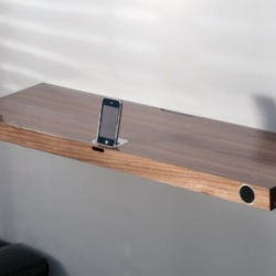 Finite Elemente's new Hohrizontal 51 sound board is an impressive iPod dock in the shape of a wall shelf.