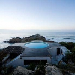 Great house with a swimming pool on the roof. The Universe house is located in Roca Blanca, Mexico. Designed by Mexican artist Gabriel Orozco, and built by architect Tatiana Bilba.