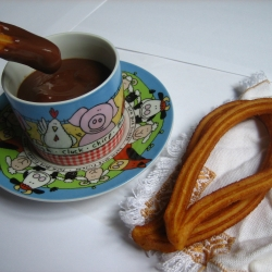 Looks like we are looking for a place to end the party. Chocolate with churros is what Spaniards take for breakfast after dancing and enjoying our youth, and now a place to meet and make friends while practicing my Spanish