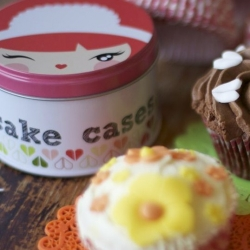 Cheeky Maid Face cupcake cases from Momiji. Cute resuable tin!