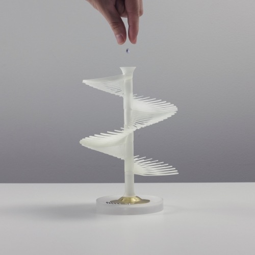 Chrolo is a 3D printed one-minute kinetic timer that offers a multisensory and mindful experience of time. By Spark Pluck.