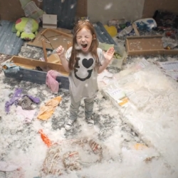 First video of a surprising experiment exploring the expression of kid rage. A child is set loose in a room with  a single direction : destroy it.