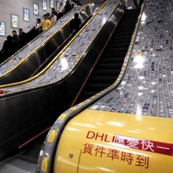 Guerrila marketing for DHL, on the Hong-Kong's escalators.