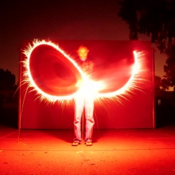 Fireplays : stop-motion and spectacle of lights, on a soundtrack by Mgmt.