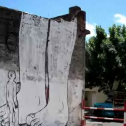 A film combining graffiti and animation, on public walls. By Blu a street artist from Bologna.