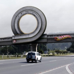 A real HotWheels loop in Bogota, Colombia. By Ogilvy & Mather & Mather.