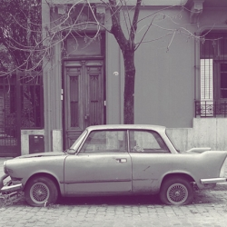 Abandoned vintage cars on Palermo Viejo's streets, Buenos Aires, captured by the brazilian art director, Eduardo Fialho.