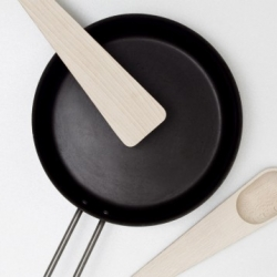 Muuto is launching these two kitchen utensils; 'Hang Around' and 'Toss Around' designed by KiBiSi.