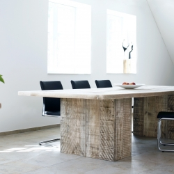 The table O0803 is made from reclaimed scaffolding boards. With great patina and traces of wear. By german manufacturer Bauholz Design.