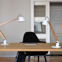 Mamet Lamps are conceived by the architect Pablo Carballal based on his familiarity with the daily life in creative work spaces. They set substance and class as stimulus for thought provoking work and aspire to illuminate many great ideas.