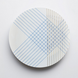 David Leslie, French designer for the studio TH Manufacture MIX AND MATCH presents a collection of plates silkscreened.