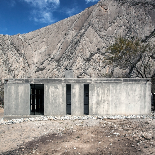 Immerse in a rural landscape of Mexico Casa Mixta by S-AR is an architectural work resulting of a mixture of materials, constructive systems, times and people.