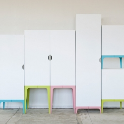 German designer Matthias Ries is presenting Modrobe at the MDY Berlin Design Festival this week.  Modrobe is – as its name already suggests – a modular wardrobe system.
