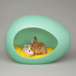 These adorable and stylish pEi Pod will offer your furry friends a safe and nurturing habitat to relax in.