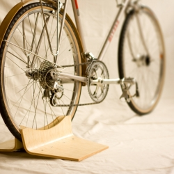 ClankWorks makes a variety of gorgeous bicycle accessories including this latest effort; Pinch. Pinch is a display stand to show off your bicycle.
