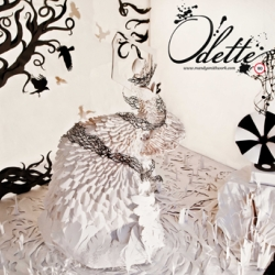 """""""Odette"""" paper window installation by Mandy Smith in collaboration with 180 Amsterdam. One of the only traditional Christmas windows in Amsterdam this season, visible on 506, Herengracht until January the 5th."""