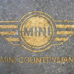 "The cfrench agency ""Yummy communication"" has devised a street marketing operation for launching the Mini Countryman in France. The idea is to represent the brand logo with stencils of earth. A nice sustainable development idea."