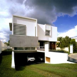 Luxuries Modern Minimalist House design by Agraz Arquitectos This house called Casa N and located in Guadalajara, Mexico. This house is built with a beautiful courtyard garden surrounding it.