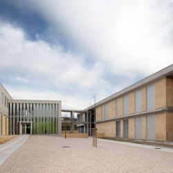 Middle school Morières les Avignon by N+B architects features interplay between concrete and stone which gives rhythmic effect to the facade as a contemporary appearance.
